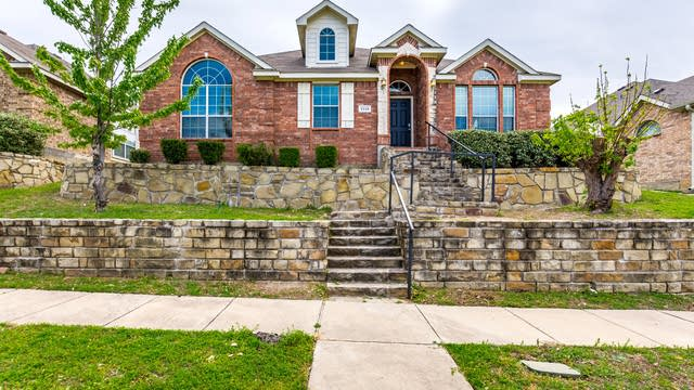 Photo 1 of 30 - 2118 Hollow Way, Garland, TX 75041