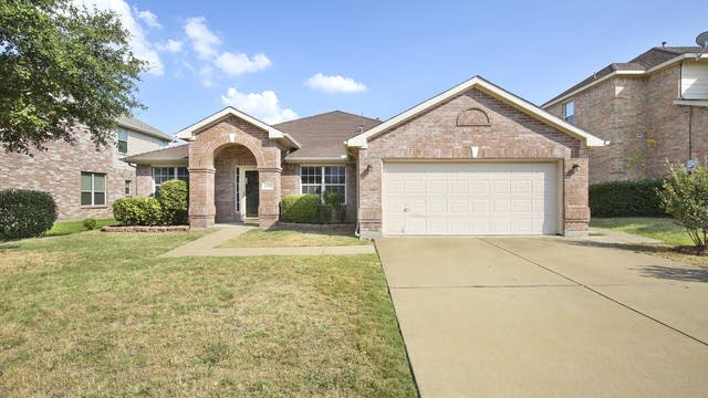 Photo 1 of 25 - 2112 Sandstone Ct, Mansfield, TX 76063