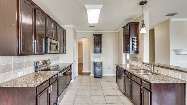 Photo 1 of 27 - 3033 Morning Star Dr, Little Elm, TX 75068