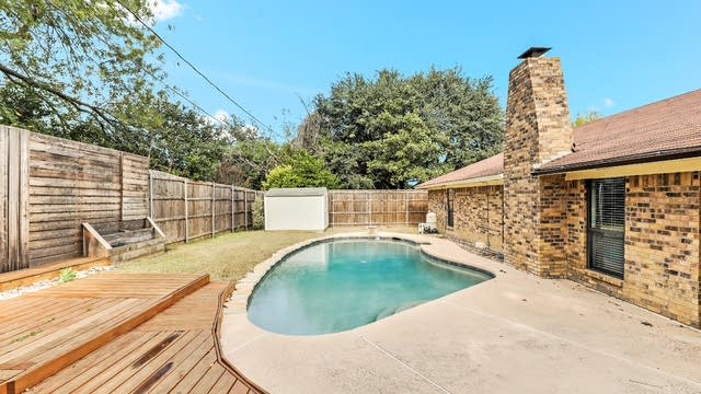 Photo 1 of 25 - 6912 Wicks Trl, Fort Worth, TX 76133