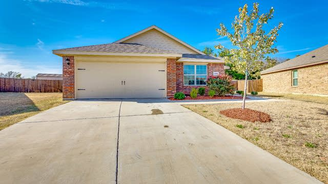 Photo 1 of 16 - 1703 Eagle River Trl, Lancaster, TX 75146