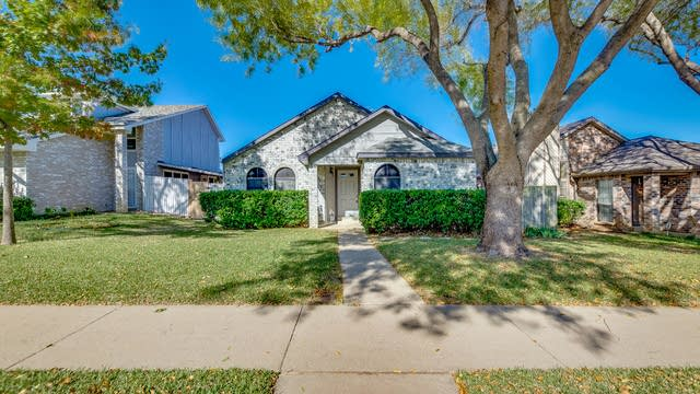 Photo 1 of 18 - 1327 Maplewood Dr, Lewisville, TX 75067