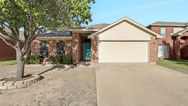 Photo 1 of 26 - 2404 Rushing Springs Dr, Fort Worth, TX 76118