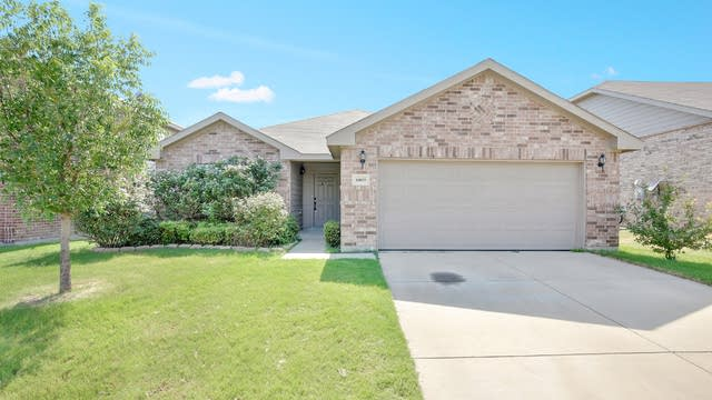 Photo 1 of 24 - 10025 Fox Hill Dr, Fort Worth, TX 76131