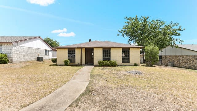 Photo 1 of 22 - 118 S Young Blvd, DeSoto, TX 75115
