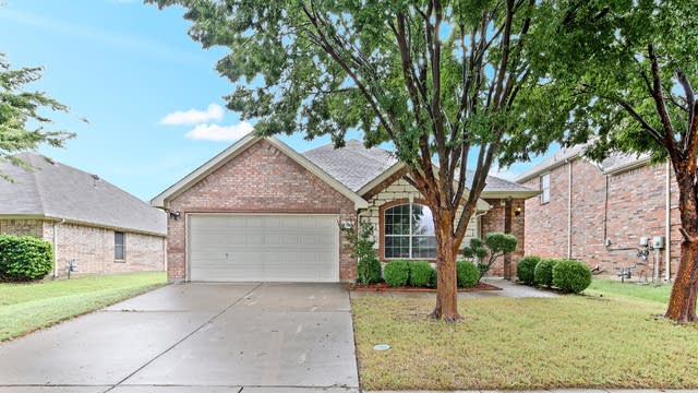 Photo 1 of 21 - 5324 Lake Garden Dr, Grand Prairie, TX 75052