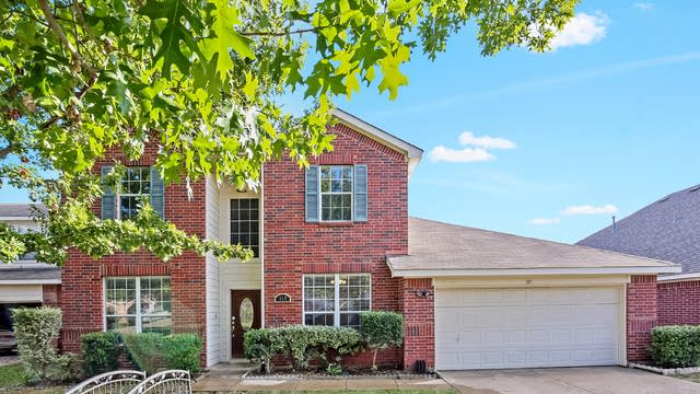 Photo 1 of 26 - 317 Stormydale Ln, Fort Worth, TX 76140