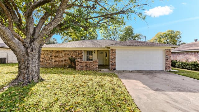 Photo 1 of 22 - 825 Reed Ave, Saginaw, TX 76179