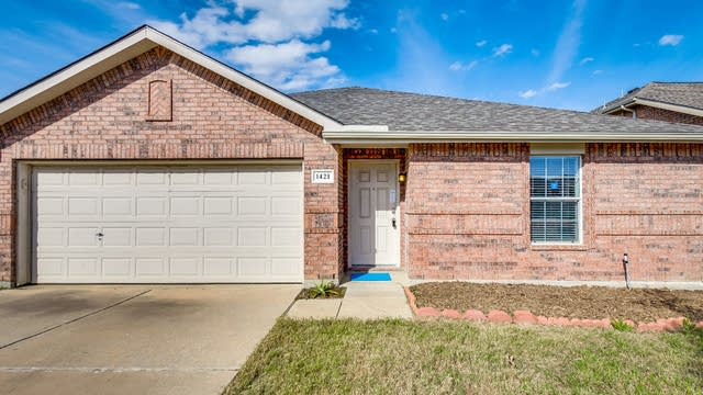 Photo 1 of 23 - 1421 Whitewater Dr, Little Elm, TX 75068