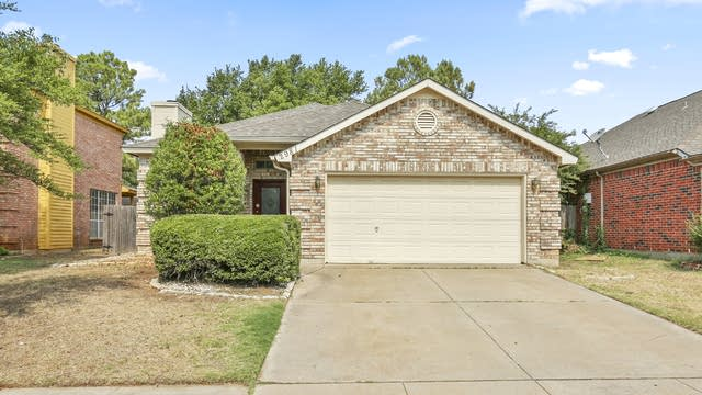 Photo 1 of 25 - 2981 Thames Trl, Fort Worth, TX 76118