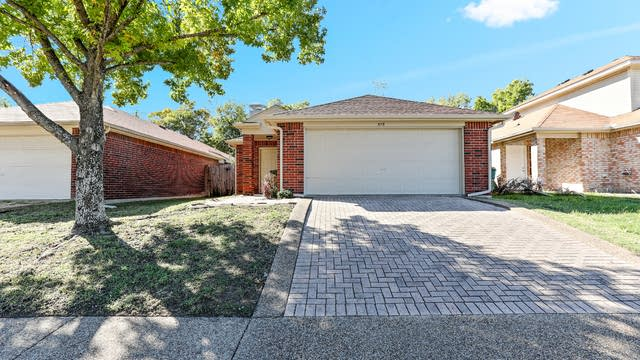 Photo 1 of 24 - 573 Majestic Park Ln, Cedar Hill, TX 75104
