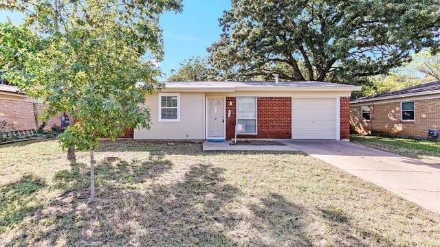 Photo 1 of 26 - 925 Jerry Ln, Bedford, TX 76022