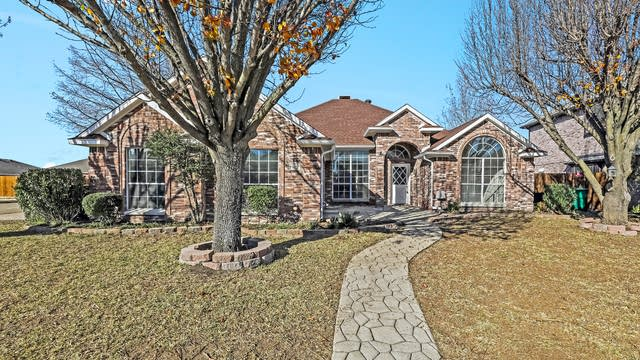Photo 1 of 25 - 329 W Willow Creek Dr, Glenn Heights, TX 75154