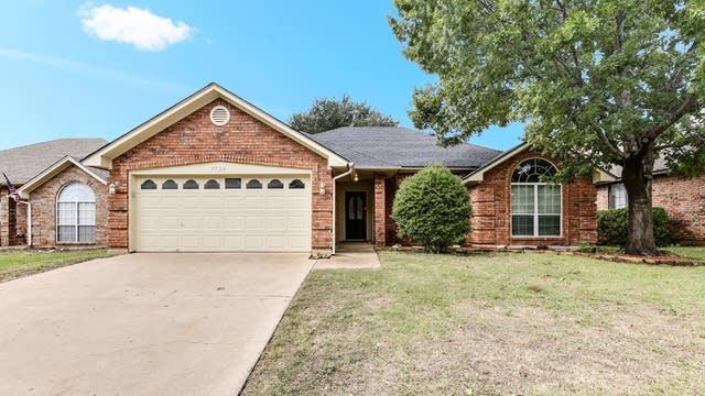 Photo 1 of 25 - 7724 Greengage Dr, Fort Worth, TX 76133