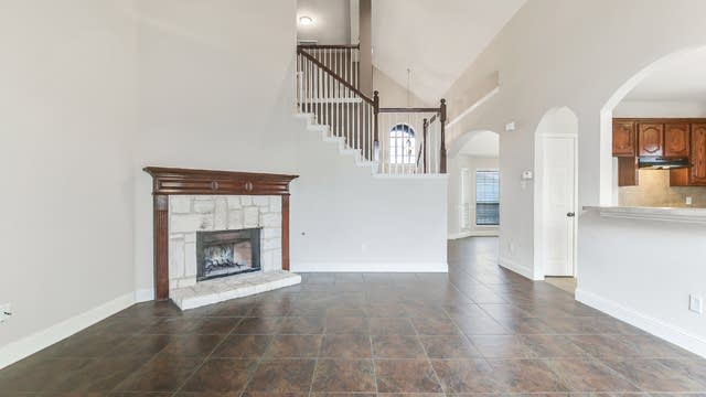 Photo 1 of 25 - 4916 Spoon Drift Dr, Fort Worth, TX 76135