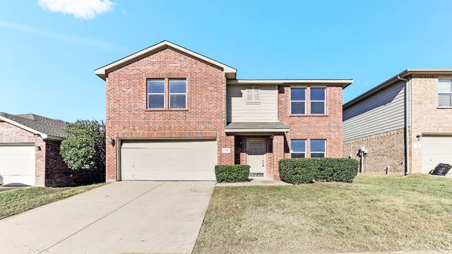 Photo 1 of 25 - 716 Hidden Point Dr, Fort Worth, TX 76120