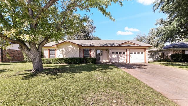 Photo 1 of 24 - 1012 S Timberline Dr, Benbrook, TX 76126