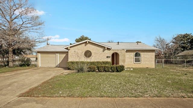 Photo 1 of 25 - 601 E Prairie View Rd, Crowley, TX 76036