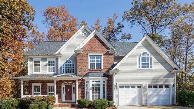 Photo 1 of 25 - 6121 Crown Hill Dr, Charlotte, NC 28227