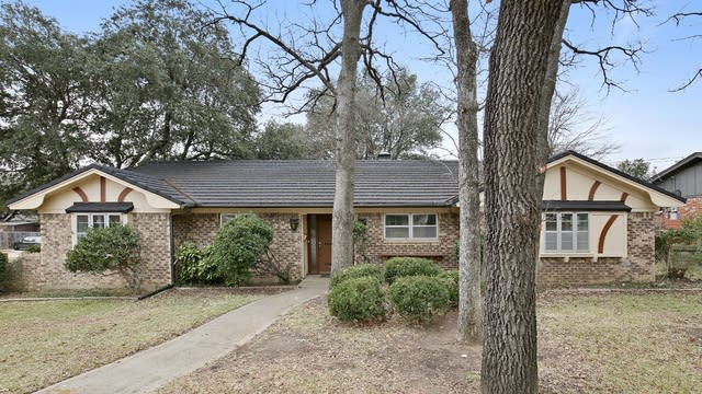 Photo 1 of 27 - 7448 Monterrey Dr, Fort Worth, TX 76112