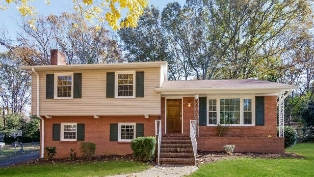 Photo 1 of 25 - 6813 Heatherford Dr, Charlotte, NC 28226