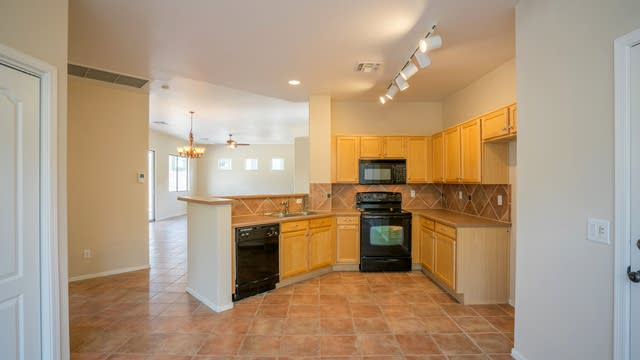 Photo 1 of 25 - 10123 S 184th Dr, Goodyear, AZ 85338