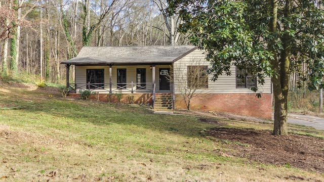 Photo 1 of 16 - 411 Hobo Ln, Woodstock, GA 30189