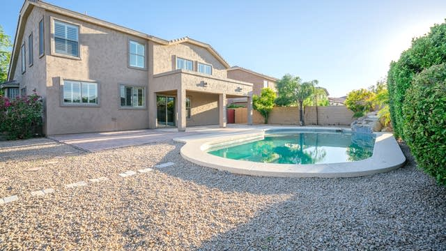 Photo 1 of 37 - 17532 W Ivy Ln, Surprise, AZ 85388