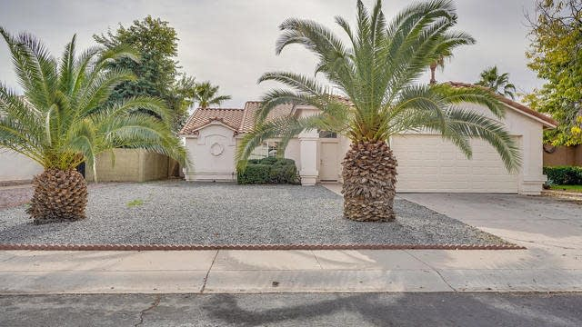 Photo 1 of 16 - 2215 E Sherri Dr, Gilbert, AZ 85296