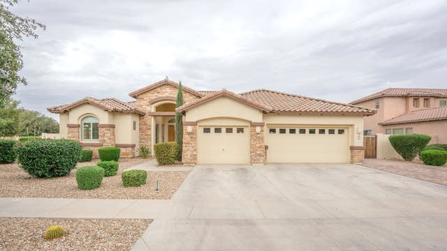 Photo 1 of 39 - 42 N Vineyard Ln, Litchfield Park, AZ 85340