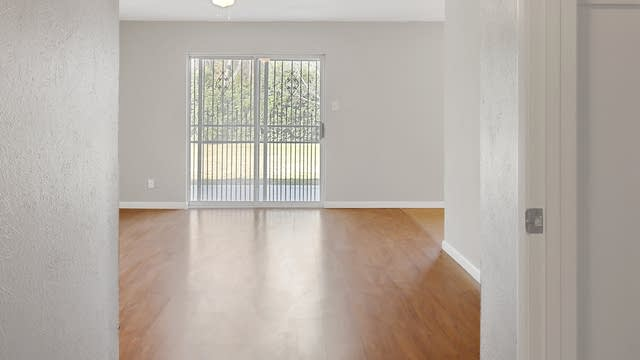 Photo 1 of 24 - 5648 Comer Dr, Fort Worth, TX 76134