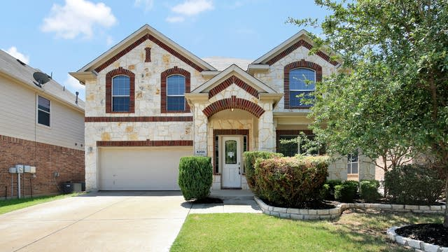 Photo 1 of 27 - 5208 Memorial Dr, Fort Worth, TX 76244