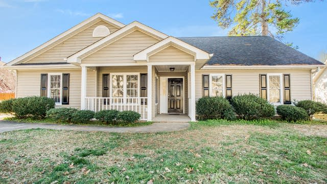 Photo 1 of 14 - 5918 Country Walk Dr, Charlotte, NC 28212
