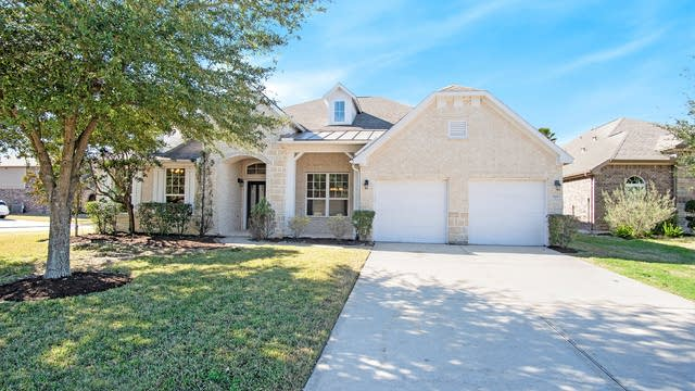 Photo 1 of 17 - 2304 Harbor Chase Dr, Pearland, TX 77584