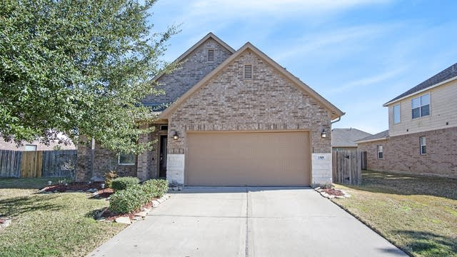 Photo 1 of 17 - 1509 Pastureview Dr, Pearland, TX 77581