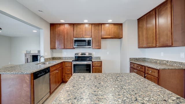 Photo 1 of 33 - 2433 E Michigan Ave, Phoenix, AZ 85032