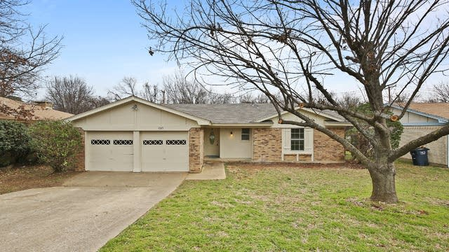 Photo 1 of 23 - 1025 Blue Carriage Ln N, Fort Worth, TX 76120