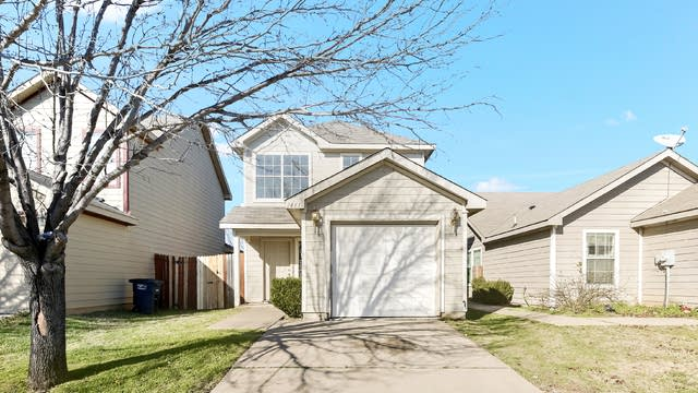 Photo 1 of 25 - 1461 Pine Ln, Fort Worth, TX 76140