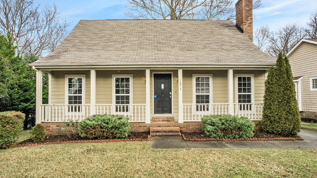 Photo 1 of 12 - 10915 Wiltshire Ln, Charlotte, NC 28262
