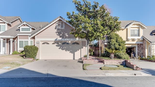 Photo 1 of 15 - 6995 Basswood Pl, Rancho Cucamonga, CA 91739