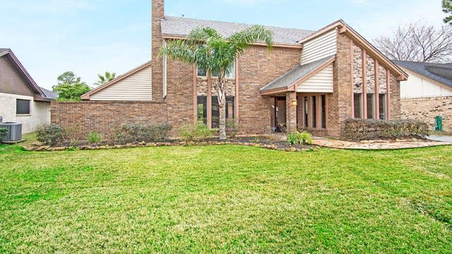 Photo 1 of 17 - 3926 Salvador St, Pasadena, TX 77504