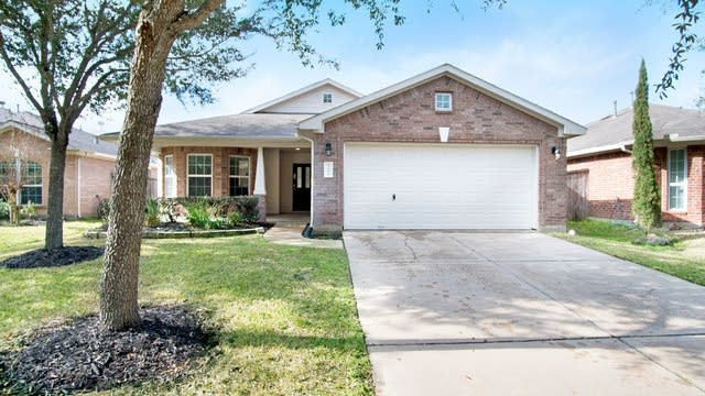 Photo 1 of 17 - 21126 Gladys Yoakum Dr, Richmond, TX 77406