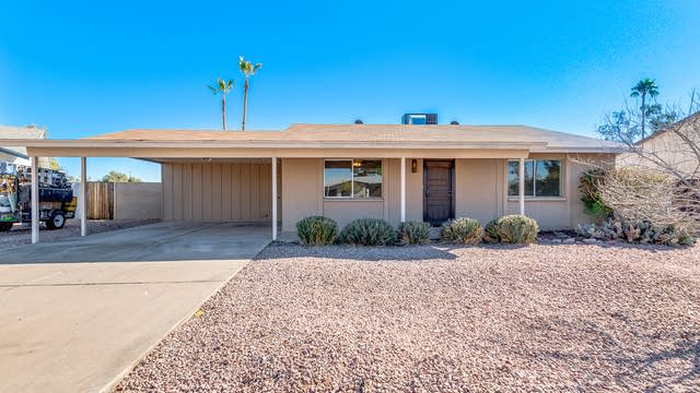 Photo 1 of 18 - 2331 W Via Rialto Cir, Mesa, AZ 85202