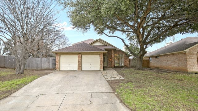 Photo 1 of 25 - 7944 Buttercup Cir N, Fort Worth, TX 76123