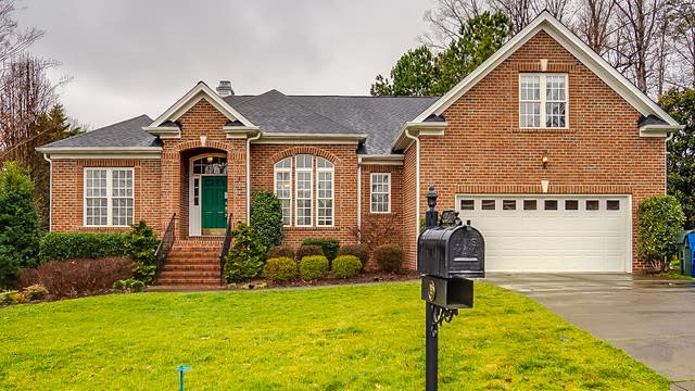 Photo 1 of 34 - 12417 Fieldmist Dr, Raleigh, NC 27614