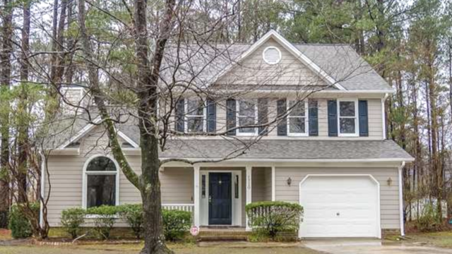 Photo 1 of 24 - 1720 Winway Dr, Raleigh, NC 27610