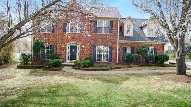 Photo 1 of 19 - 638 Nicholas Pl NW, Charlotte, NC 28027
