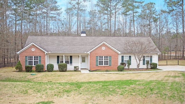 Photo 1 of 17 - 1374 Lake Dow Rd, McDonough, GA 30252