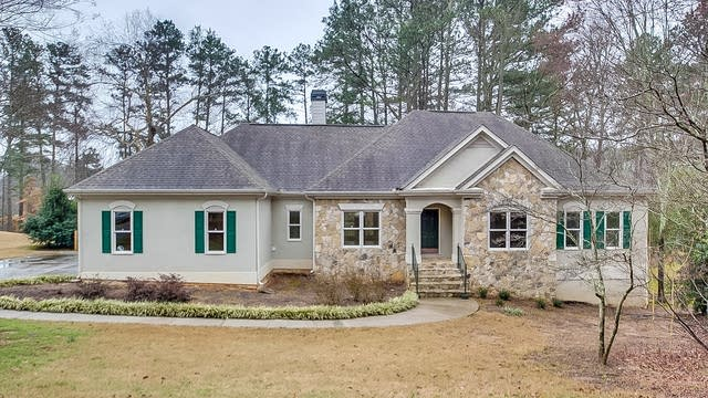 Photo 1 of 25 - 3995 Waterford Dr, Suwanee, GA 30024