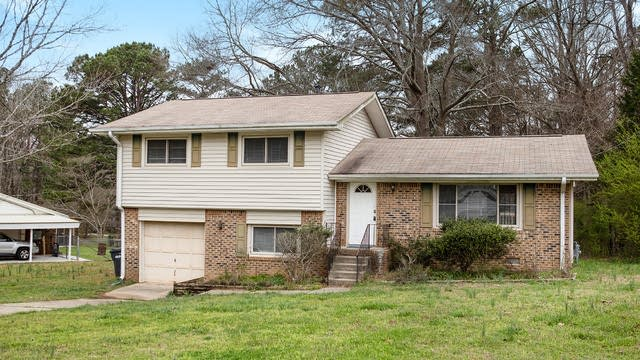 Photo 1 of 20 - 135 Meadowview Dr, Tyrone, GA 30290